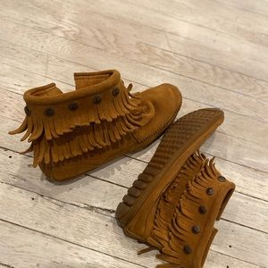 Minnetonka brown ankle moccasins 9.5